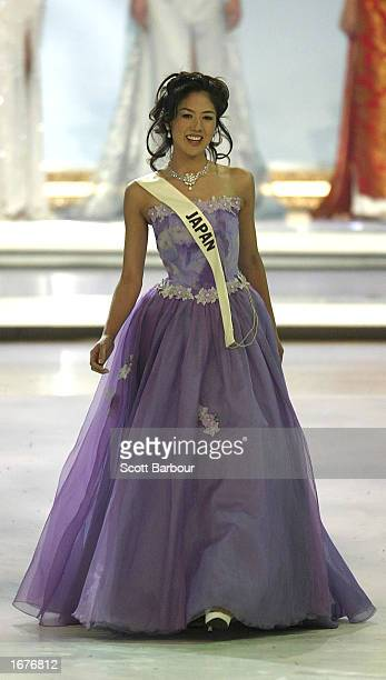 Miss Japan Yuko Nabeta walks as she is introduced to the audience during the Miss World 2002 competiion December 7 2002 in London England The Miss...