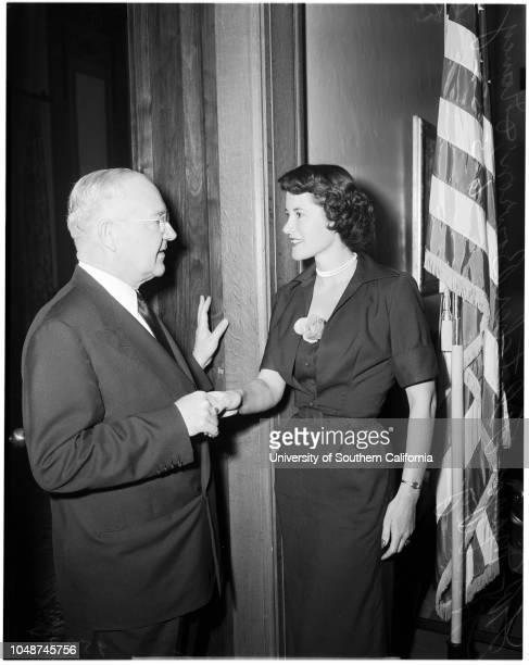 Miss Los Angeles' visits mayor 2 June 1952 Fletcher BowronNancy Hadley Los Angeles California