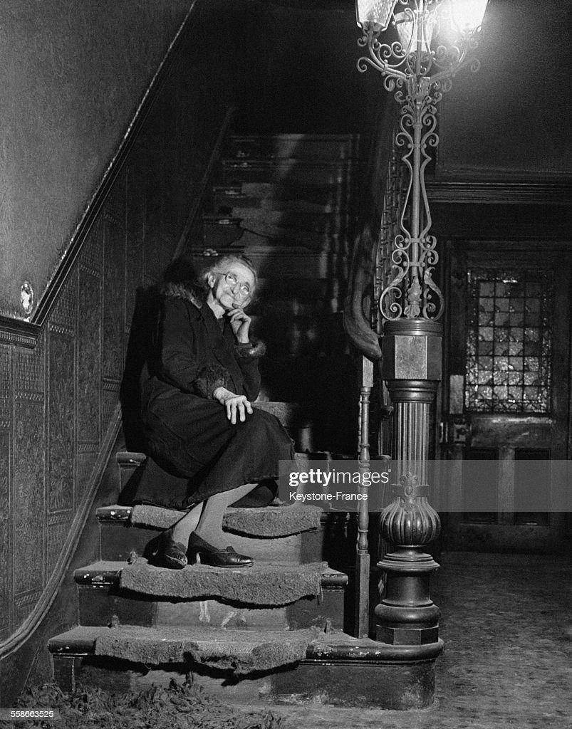 Escalier Dans La Maison miss louise laumonier, dans les escaliers de la maison qu