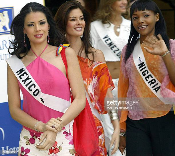 Miss Mexico Rosalva Luna Miss Ecuador Susana Rivadeneira and Miss Nigeria Anita Queen Uwagbale walks 17 May 2004 in Quito City during the first...