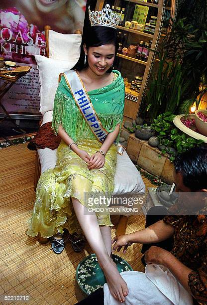 Miss PhilippinesASEAN 2005 Jhezarie Javier who will take part in Miss ASEAN competition on 19 March in Jakarta receives a traditional massage while...