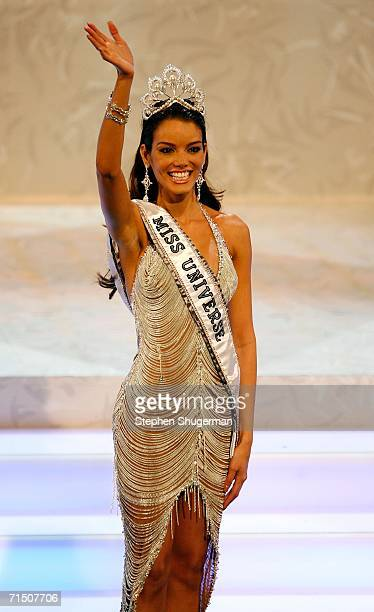 Miss Puerto Rico Zuleyka Rivera Mendoza poses on stage after being named Miss Universe during the Miss Universe 2006 pageant at the Shrine Auditorium...