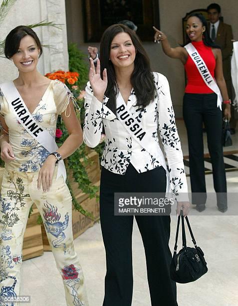 Miss Russia Kseniya Kustova and Miss Ukraine Oleksandra Nikolayenko pose for photographers back Miss Guatemala Marva Weatherborn 14 May 2004 in Quito...