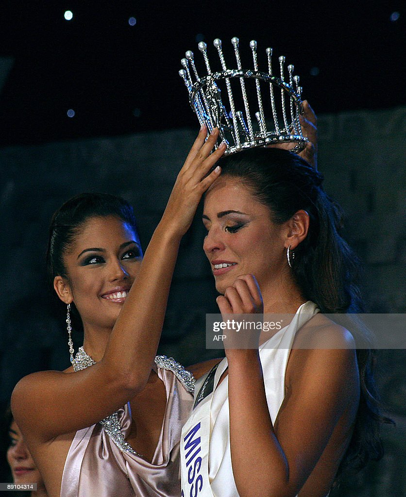 Miss Spain 2008 Patricia Rodriguez (L), : News Photo