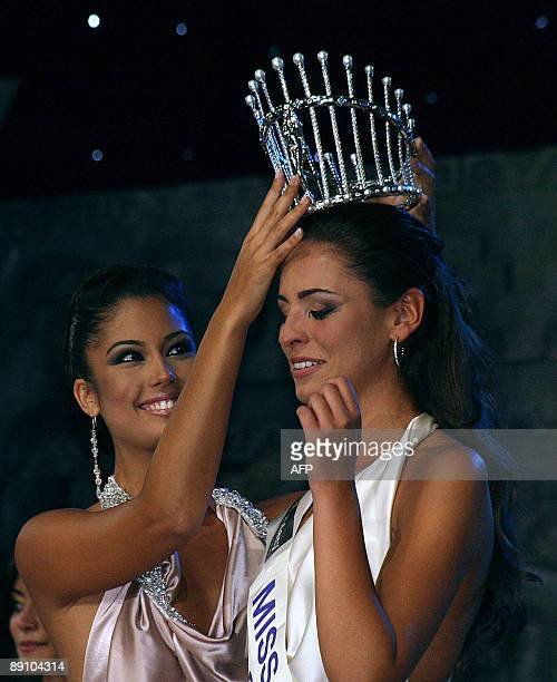 Miss Spain 2008 Patricia Rodriguez crowns Miss Coruna Estibaliz Pereira as the Miss Spain 2009 in Cancun on July 19 2009 Miss Spain is being held in...