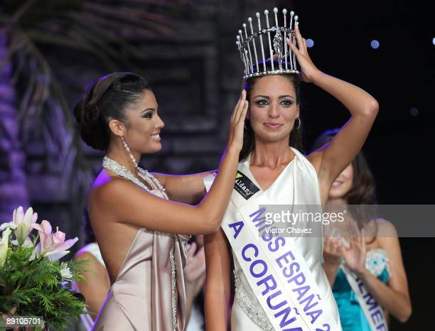 Miss Spain 2008 Patricia Rodriguez crowns Miss Coruna Estibaliz Pereira Rabade as the Miss Spain 2009 during the 2009 Miss Spain Pageant at Centro de...