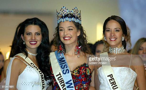 Miss Turkey Azra Akin after being crowned 2002 Miss World with runnerup Miss Columbia Natalia Peralta and thirdplace Miss Peru Marina Mora Montero 07...