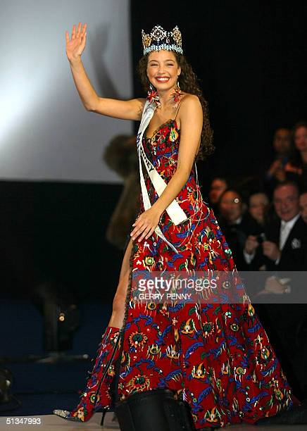 Miss Turkey Azra Akin waves after being crowned 2002 Miss World 07 December 2002 at the Alexandra Palace in London. Ninety-two contestants were...