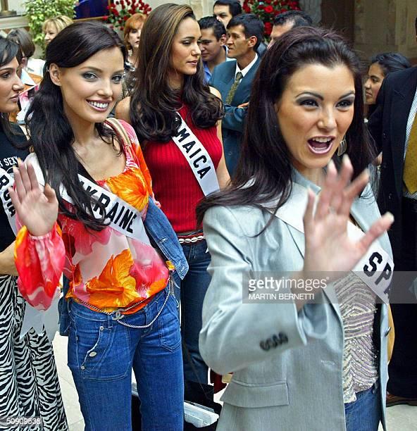 Miss Ukraine Oleksandra Nikolayenko and Miss Spain Maria Jesus Ruiz wave at photographers 29 May in Quito Ecuador where the Miss Universe 2004...