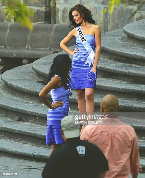 Miss Ukraine Oleksandra Nikolayenko and Miss Turks Caicos Shamara Ariza make a commercial spot at the Independence square 20 May 2004 in Quito...