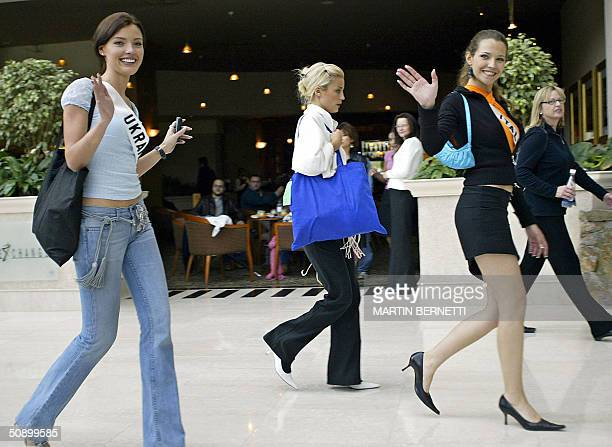 Miss Ukraine Oleksandra Nikolayenko Miss Sweden Katarina Wigander and Miss Italy Laia Manetti wave to the press in Quito 26 May 2004 The Miss...