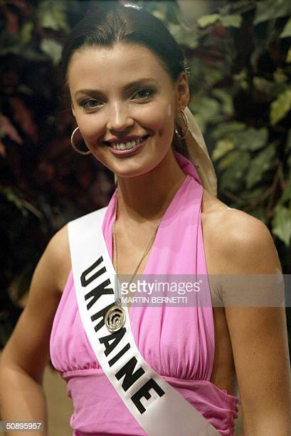 Miss Ukraine Oleksandra Nikolayenko poses at photographers during an interview with media in Quito 25 May 2004 The Miss Universe 2004 contest will...