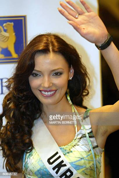 Miss Ukraine Oleksandra Nikolayenko poses for the photographers 17 May 2004 in Quito City during the first session of interviews The Miss Universe...