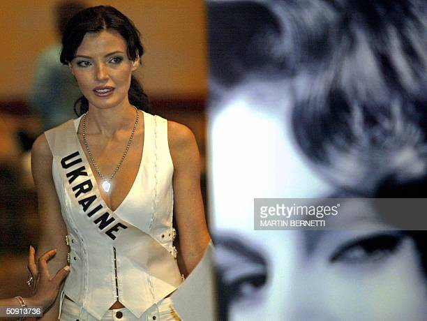 Miss Ukraine Oleksandra Nikolayenko poses to photographers on 31 May 2004 in Quito Ecuador during the last session of interviews The Miss Universe...