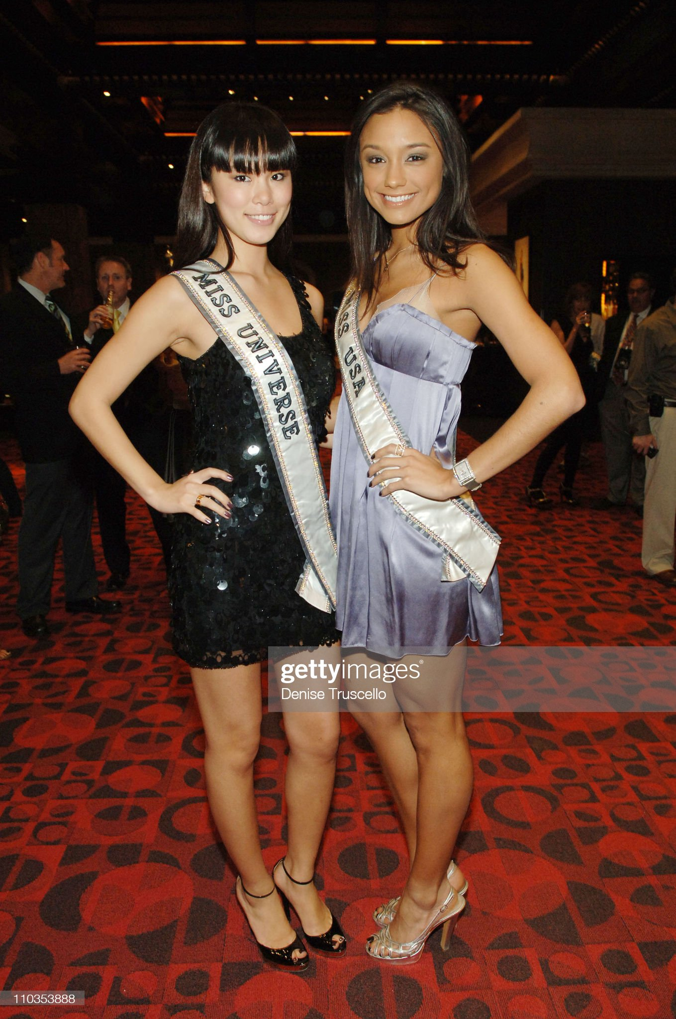 ¿Cuánto mide Rachel Smith? - Real height Miss-universe-2007-riyo-mori-and-miss-usa-2007-rachel-smith-at-planet-picture-id110353888?s=2048x2048