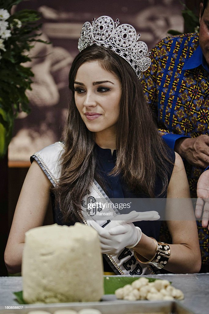 Miss Universe 2012, Olivia Culpo, makes a cake during a visit to D'java Bakpia store on February 7, 2013 in Yogyakarta, Indonesia. Olivia Culpo, a beauty pageant contestant from the United States, was crowned Miss Universe in 2012.