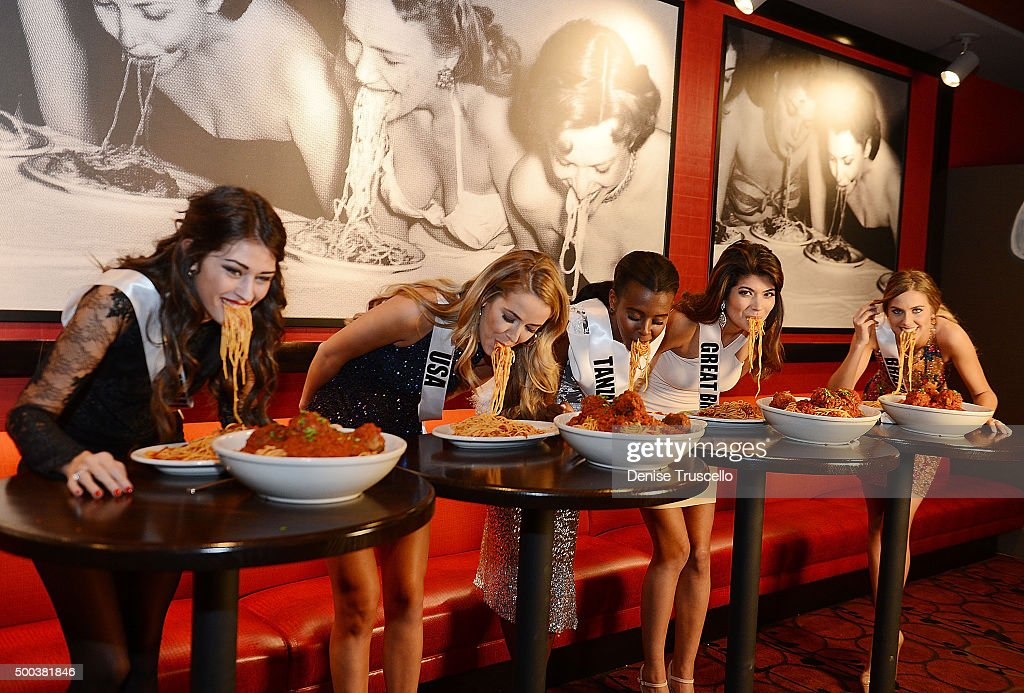 Miss Universe 2015 Contestants Attend A Welcome Dinner At Buca Di Beppo Cafe Italiano and Tequila Taqueria At Ballys Hotel And Casino : News Photo