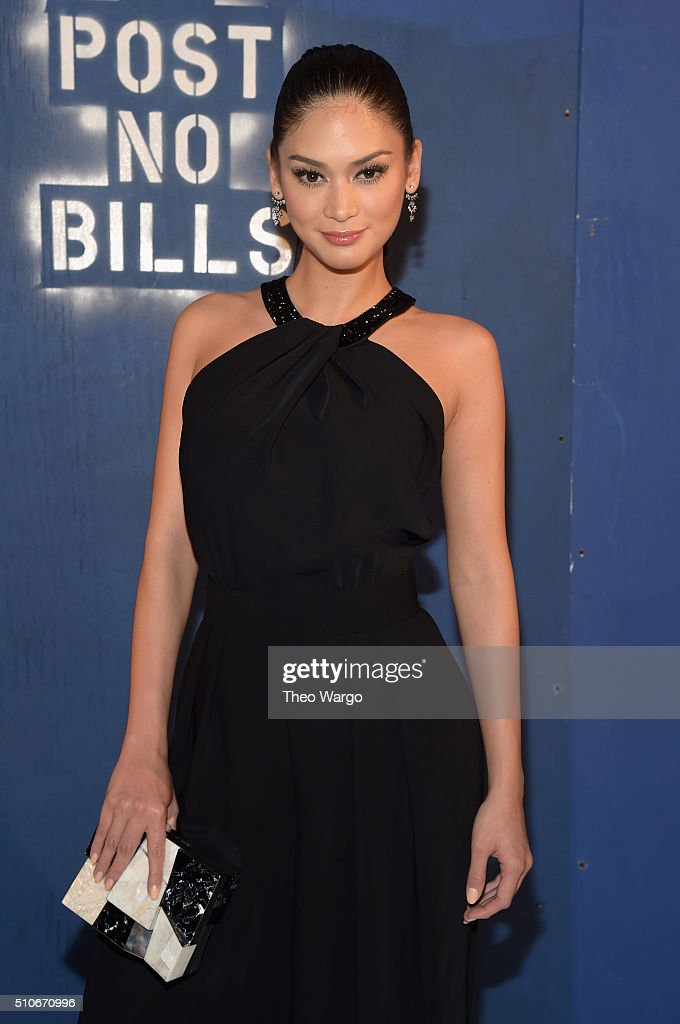 Miss Universe 2015 Pia Wurtzbach attends the Alice + Olivia By Stacey Bendet - Arrivals at The Gallery, Skylight at Clarkson Sq on February 16, 2016 in New York City.