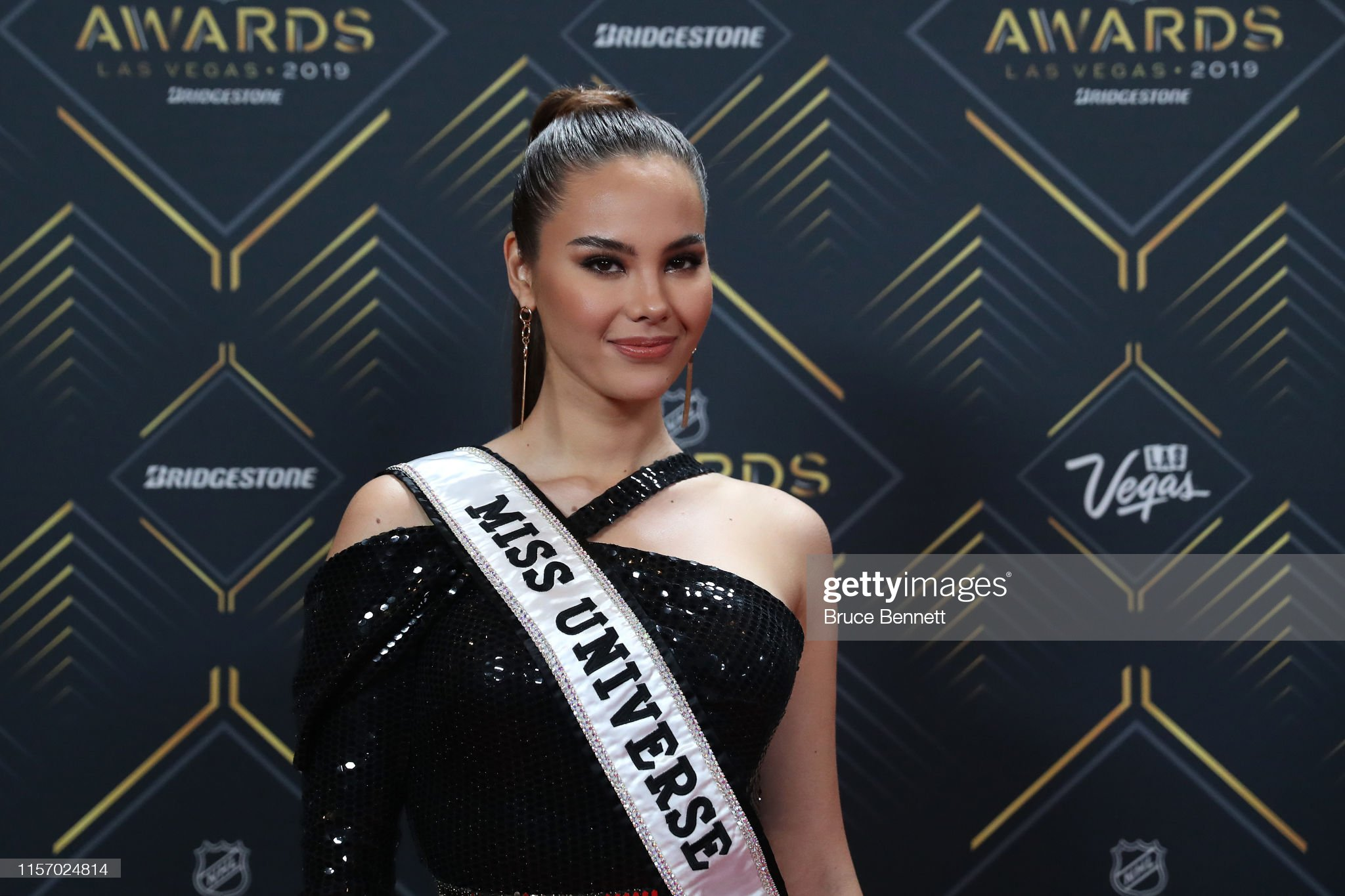 2018 | MISS UNIVERSE | CATRIONA GRAY - Page 34 Miss-universe-2018-catriona-gray-arrives-at-the-2019-nhl-awards-at-picture-id1157024814?s=2048x2048
