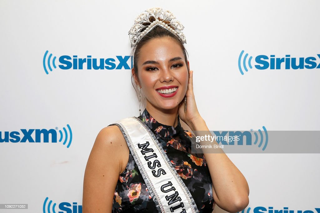 2018 | MISS UNIVERSE | CATRIONA GRAY - Page 33 Miss-universe-2018-catriona-gray-visits-siriusxm-studios-on-january-picture-id1092271052
