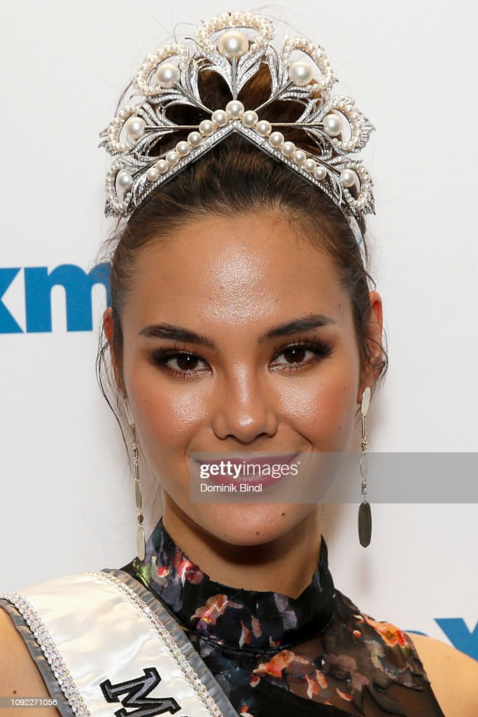 2018 | MISS UNIVERSE | CATRIONA GRAY - Page 33 Miss-universe-2018-catriona-gray-visits-siriusxm-studios-on-january-picture-id1092271056