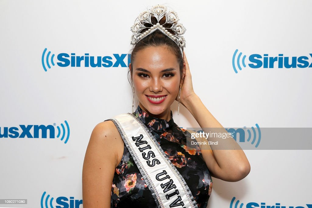 2018 | MISS UNIVERSE | CATRIONA GRAY - Page 33 Miss-universe-2018-catriona-gray-visits-siriusxm-studios-on-january-picture-id1092271080