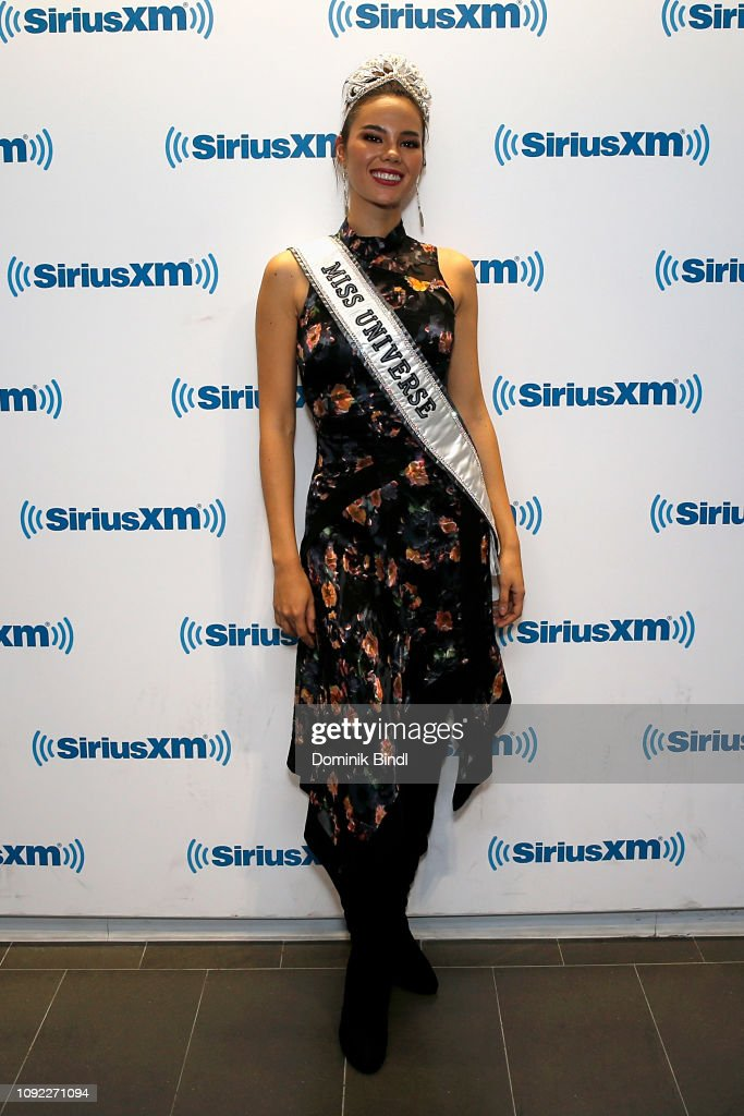 2018 | MISS UNIVERSE | CATRIONA GRAY - Page 33 Miss-universe-2018-catriona-gray-visits-siriusxm-studios-on-january-picture-id1092271094