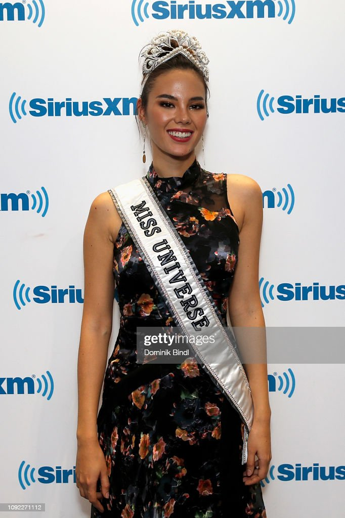 2018 | MISS UNIVERSE | CATRIONA GRAY - Page 33 Miss-universe-2018-catriona-gray-visits-siriusxm-studios-on-january-picture-id1092271112