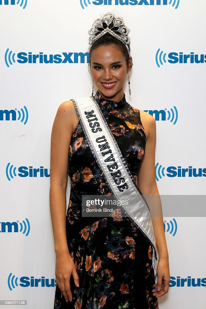 2018 | MISS UNIVERSE | CATRIONA GRAY - Page 33 Miss-universe-2018-catriona-gray-visits-siriusxm-studios-on-january-picture-id1092271126