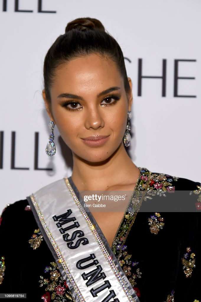 miss universe 2018 & miss puerto rico, top 5 de mu 2018, assiste the sherri hill show durante new york fashion week.  Miss-universe-catriona-gray-attends-the-sherri-hill-show-during-new-picture-id1095819754