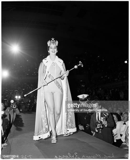Miss Universe five finalists 25 July 1958 Luz Marina Zuloaga Adalgisa Colombo Geri Hoo Eurlyne Howell Alcja Bobrowska Caption slip reads...