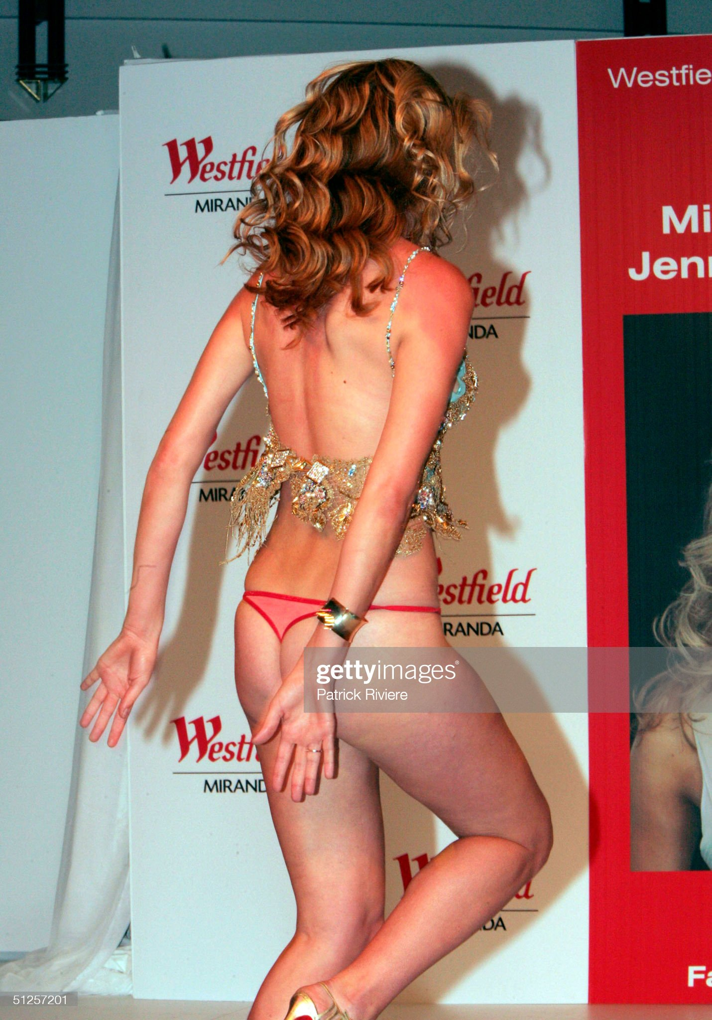 Delete thread Miss-universe-jennifer-hawkins-loses-her-dress-during-a-spring-at-picture-id51257201?s=2048x2048
