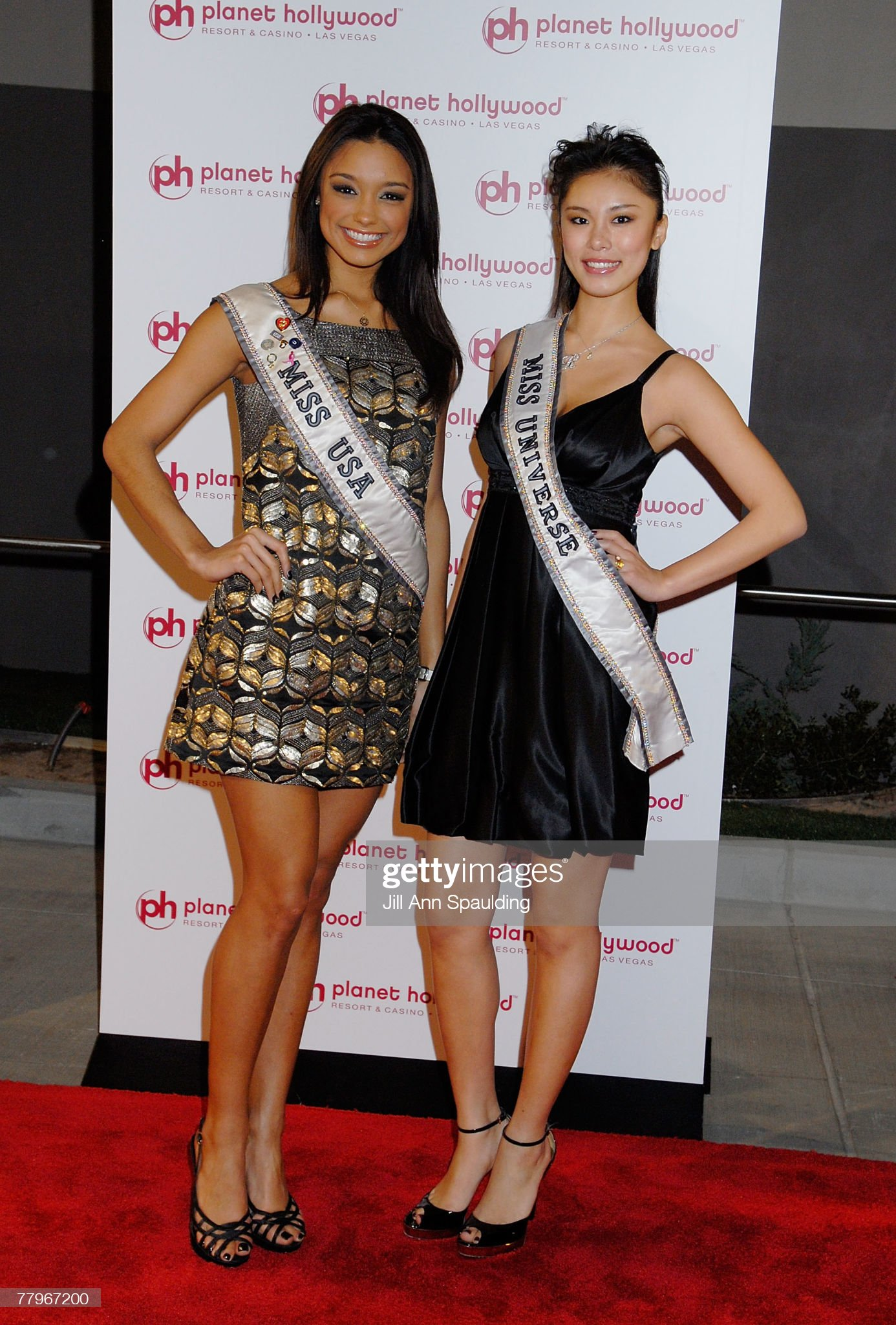 ¿Cuánto mide Rachel Smith? - Real height Miss-universe-riyo-mori-and-miss-usa-2007-rachel-smith-arrive-at-picture-id77967200?s=2048x2048