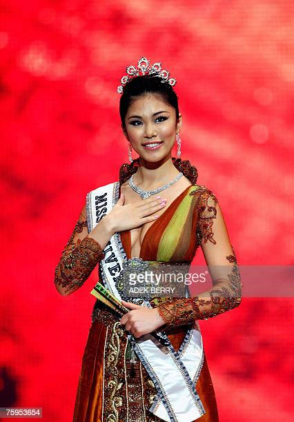 CORRECTION**** Miss Universe Riyo Mori of Japan appears on stage during the Miss Indonesia 2007 pageant in Jakarta early 04 August 2007 Raemawasti...