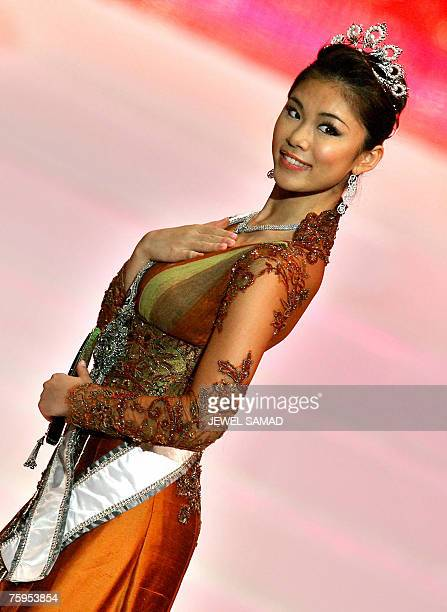 Miss Universe Riyo Mori of Japan appears on stage during the Miss Indonesia 2007 pageant in Jakarta early 04 August 2007 Raemawasti from Jawa Timur...