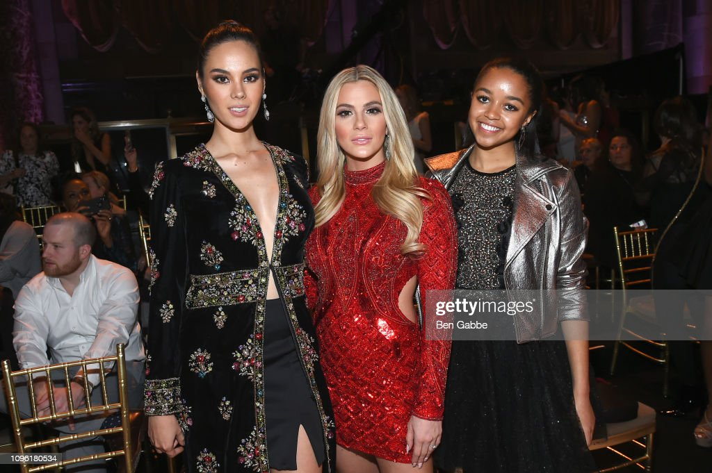miss universe 2018 & miss puerto rico, top 5 de mu 2018, assiste the sherri hill show durante new york fashion week.  Miss-universere-catriona-gray-miss-usa-sarah-rose-summers-and-miss-picture-id1096180534