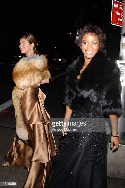Miss USA 2002 Shauntay Hinton and Miss Universe 2002 Justine Pasek walk to a Metropolitan Museum Gala October 29 2002 in New York City