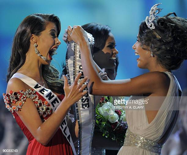 Miss Venezuela Stefania Fernandez is crowned Miss Universe 2009 by 2008 Miss Universe Dayana Mendoza from Venezuela at Atlantis Paradise Island...