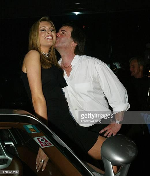 Miss World 2003 Rosanna Davison Mit Ihren Vater Chris De Burgh Bei Der Eröffnung Des Neuen Porsche Zentrum In München