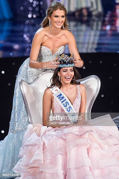 Miss World 2015 Mireia Lalaguna of Spain crowns Miss Puerto Rico Stephanie Del Valle during the Miss World 2016 pageant at the MGM National Harbor...