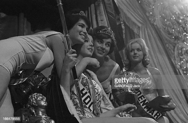 Miss World Contest 1959 In London. Londres, novembre 1959, concours Miss Monde avec la gagnante Corinne ROTTSCHAEFER , Miss Hollande . Lors de la...