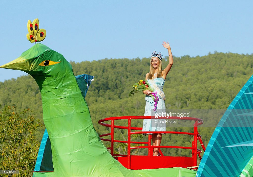 Miss world beauty pageant parade in sanya photos and images getty miss world rosanna diana davison of ireland waves during a promotional parade on november 9 thecheapjerseys Images