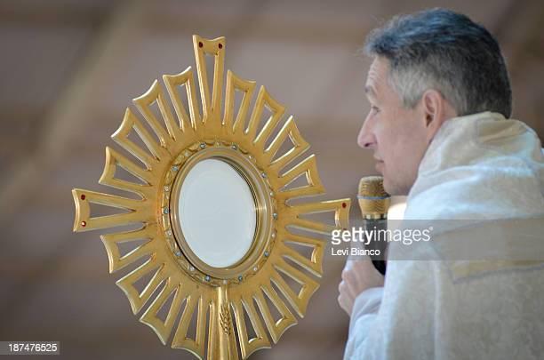 Missa celebrada pelo Padre Marcelo Rossi, no Santuário Mãe de Deus em São Paulo. | Mass celebrated by Marcelo Rossi priest in the Mother of God...