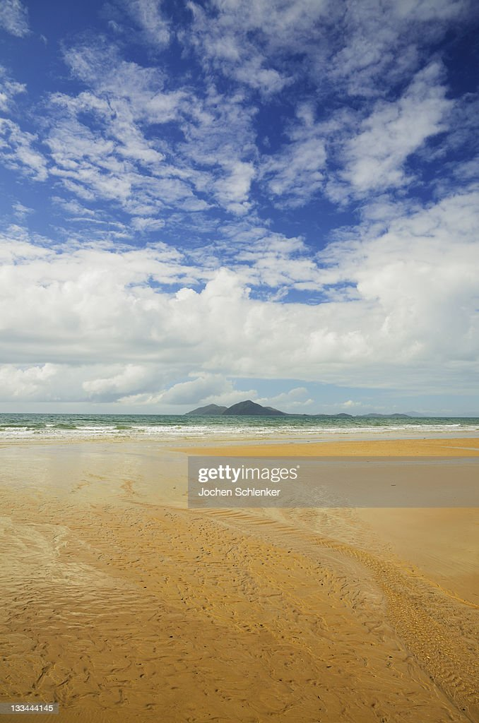 Mission Beach and Dunk Island : Stock Photo