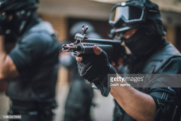 mission - swat stock pictures, royalty-free photos & images