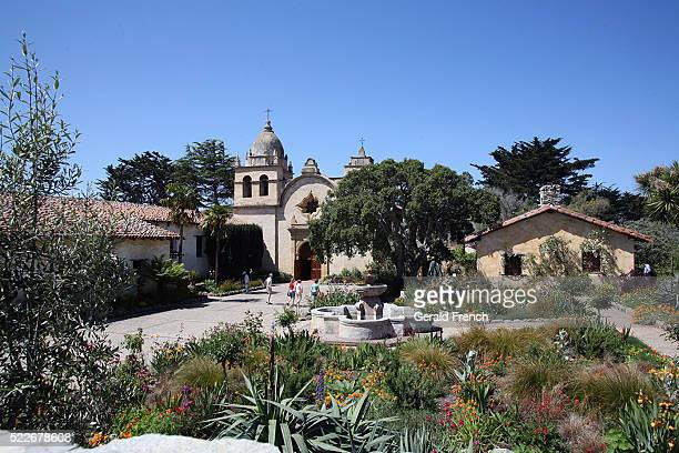 mission san carlos borromeo de carmel, carmel ca, home to a catholic parish. founded in 1770 by fr junipero serra, where he is buried under it's altar. today it still has daily masses, a museum, and a school. mission also hosts concerts, art exhibit - city of monterey california stock pictures, royalty-free photos & images