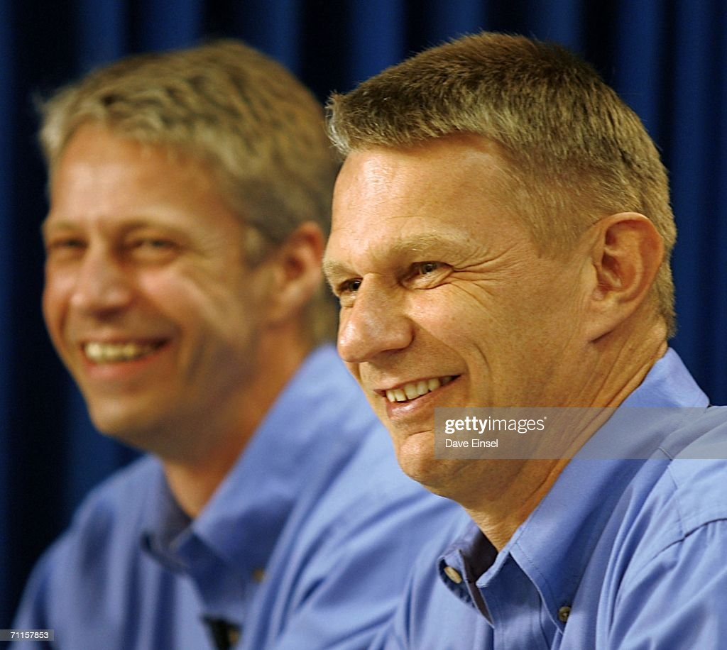 Discovery Astronauts Meet With The Media
