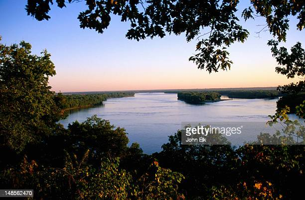 mississippi river at dawn. - missouri stock pictures, royalty-free photos & images