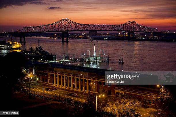 mississippi river at dusk in baton rouge, la - baton rouge stock pictures, royalty-free photos & images