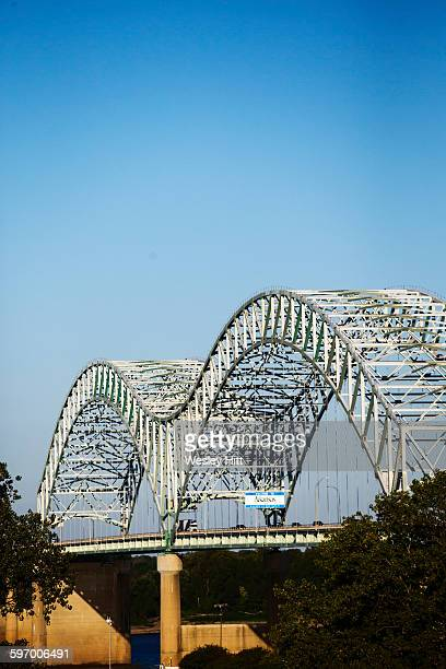 i-40 mississippi river bridge to arkansas - memphis bridge stock photos and pictures